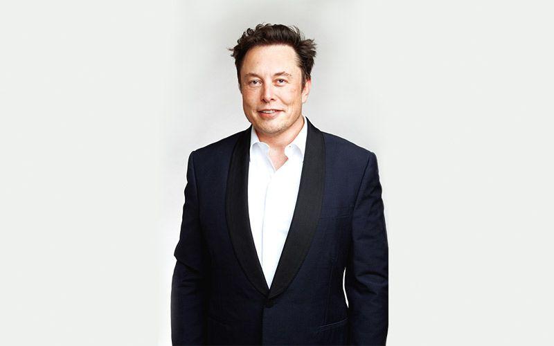 Lewat Neuralink, Elon Musk Berhasil Tanam Chip ke Otak Babi