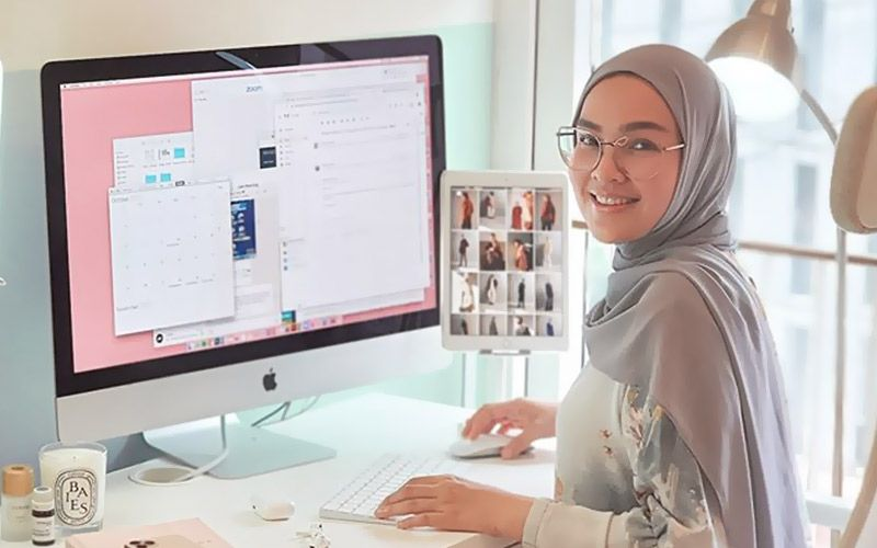 Fashion Designer Ria Miranda Use AI to Design Hijab